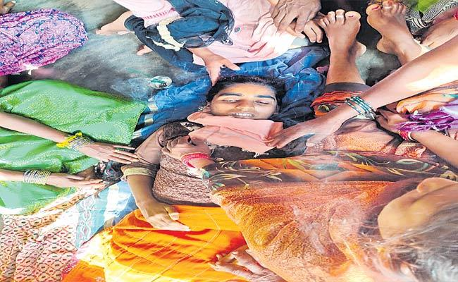 Sunitha Suicide In Bayyaram, Mahabubabad District - Sakshi