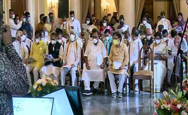 TMC Leaders Take Oath As Member Of West Bengal Jumbo Cabinet - Sakshi