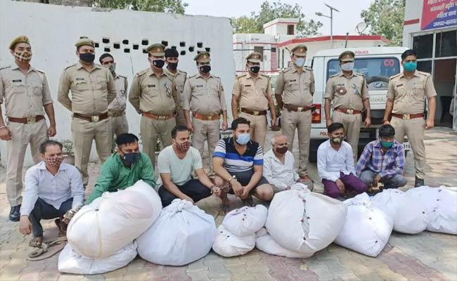 Police Arrested 7 Members For Stealing Clothes From Graveyards - Sakshi