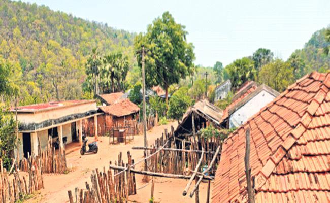 Zero Covid Positive Cases In Lavvala Village Tadwai Telangana - Sakshi