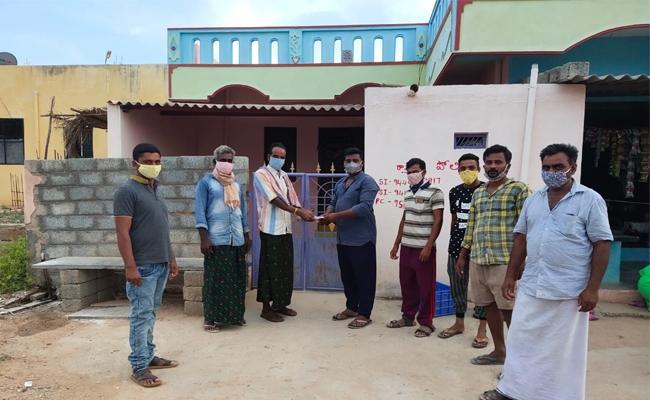 Rapthadu Village Secretariat Volunteer Distributes Masks On His Own - Sakshi