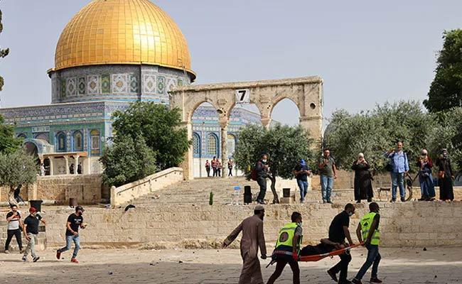 Violence Clashes At Al Aqsa Mosque In Jerusalem - Sakshi