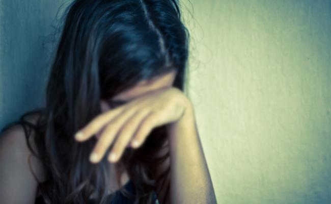 Case Filed Against Man Who Cheated Minor Girl And Getting Pregnant - Sakshi