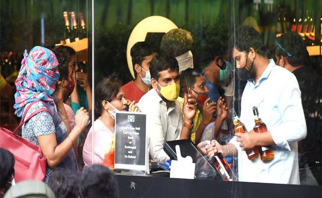 Lockdown In Telangana High Demand For Alcohol - Sakshi