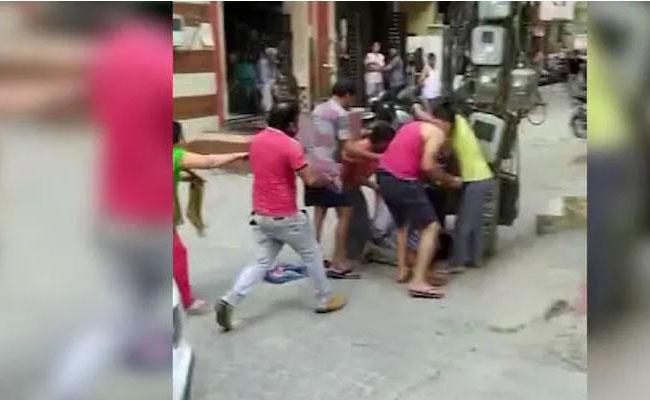 Gurugram Man Beats Up Neighbors Family For Calling Pet Dog Kutta - Sakshi