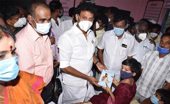 CM MK Stalin Respond On Little Girl Letter Over Her School Development - Sakshi