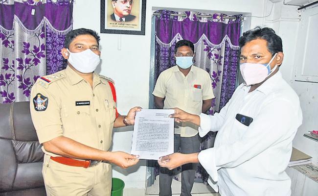 Cases against Chandrababu in Guntur and Narasaraopet - Sakshi