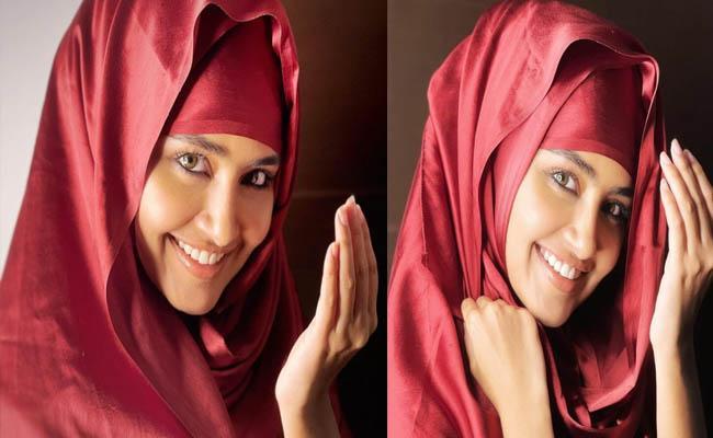 actress Anupama Parameswaran Wishes eid mubarak with stunning photos - Sakshi