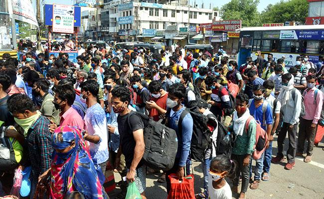 Lockdown: People Going To Their Own Villages In Hyderabad - Sakshi
