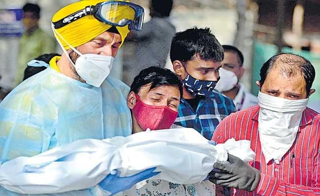 India reports 3,48,421 new COVID-19 cases, 4205 deaths in last 24 hours - Sakshi