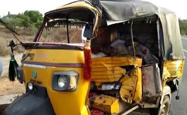 Road Accident In Prakasam District - Sakshi