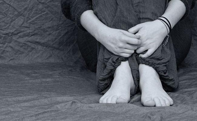 Three Young Men Molestation Young Woman In East Godavari - Sakshi