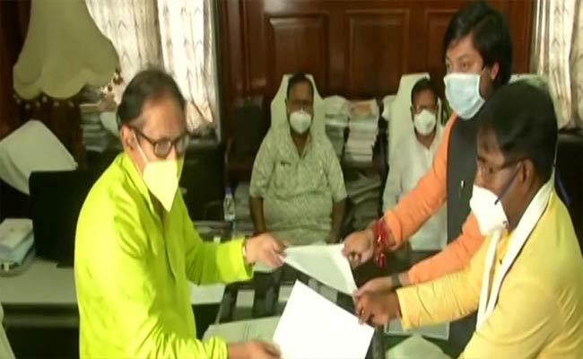 Two BJP MPs Resigns As MLAs In West Bengal - Sakshi