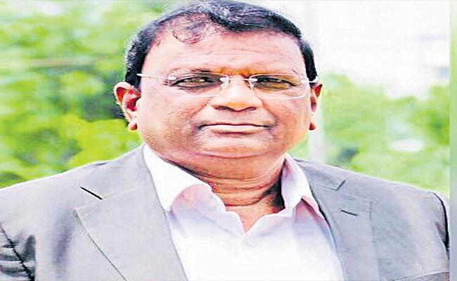 Private Hospital Did Not Give Dead Body - Sakshi