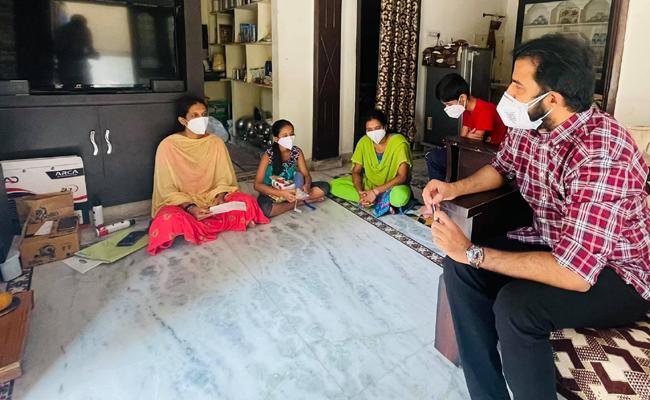 IDREAM Chairman Chinna Vasudeva Reddy Donates 10 Lakhs To TNR Family  - Sakshi