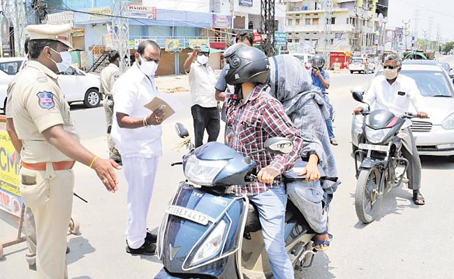 Lockdown In Telangana Districts Is Calm - Sakshi