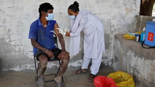 New Study Hints Mixing Covid Vaccines Not A Good Idea - Sakshi