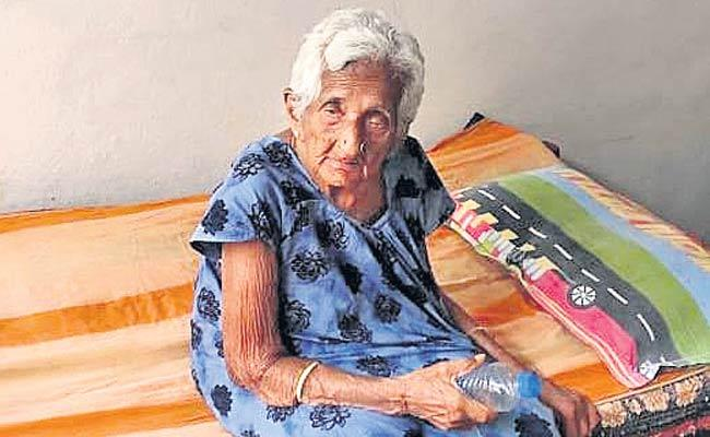 100 Year Old Woman Recovers From Corona - Sakshi
