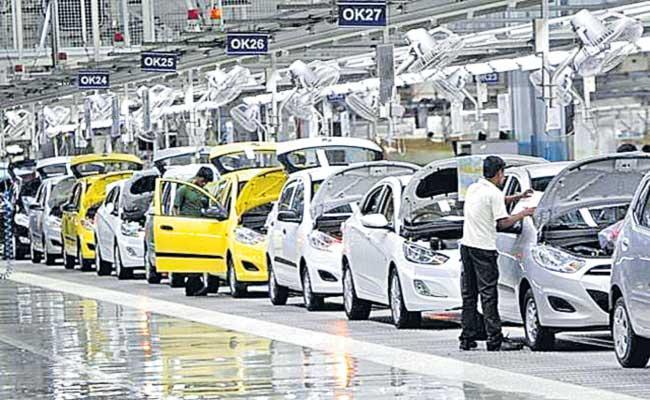 Passenger vehicle sales decline 10percent as 2-wheeler sales take major hit in April 2021 - Sakshi