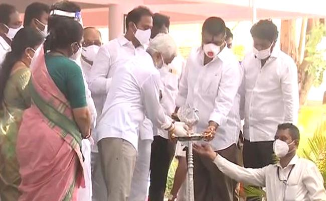 Minister Alla Nani Opened Covid Care Center In Visakhapatnam - Sakshi