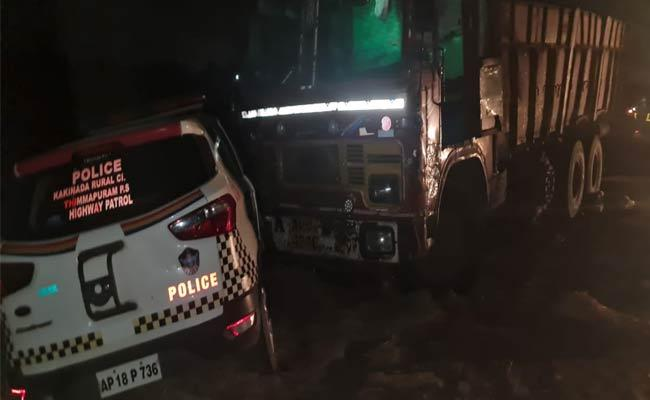 Two Policemen Deceased In Road Accident - Sakshi