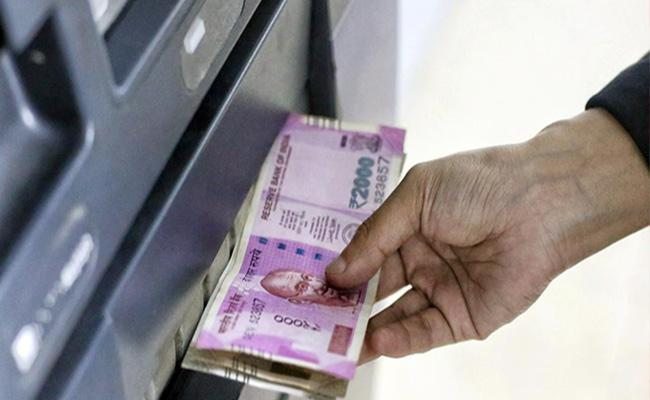 Technical Problem In ATM Machine Withdraws Huge Money In Wanaparthy - Sakshi