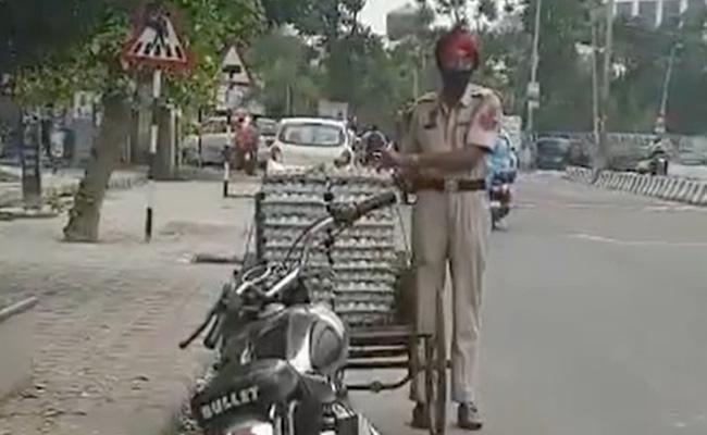 Punjab: Police Constable Steals Eggs Suspended Video Viral - Sakshi