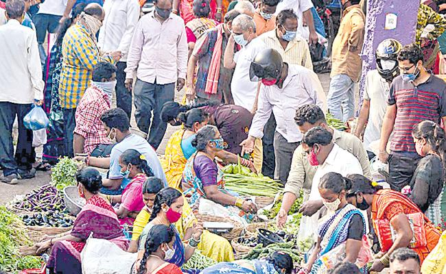 Hyderabad: Covid Norms Violated As Hundreds Gathered At Markets - Sakshi