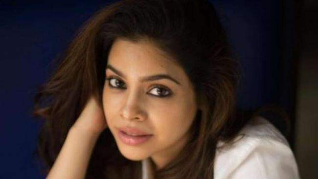Actress Sumona Chakravarti Reveals She is Jobless Battling Endometriosis stage 4 - Sakshi