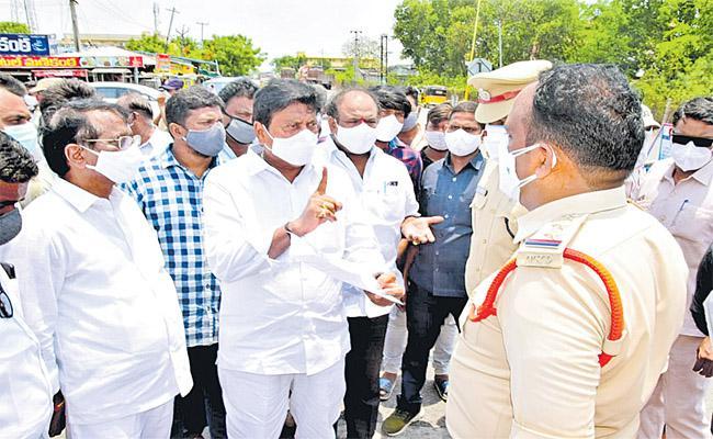 Telangana Stops Ambulances With COVID Patients At Borders - Sakshi