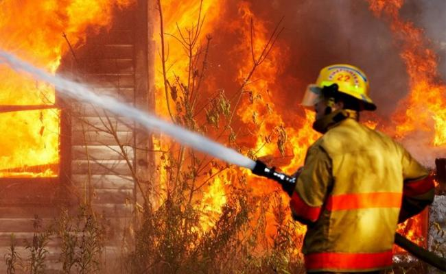 Major Fire Accident At Mirchi Yard Bellary Karnataka - Sakshi