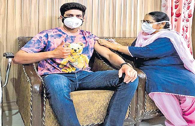 3 COVID-19 tests before players assemble in bio-bubble at home - Sakshi