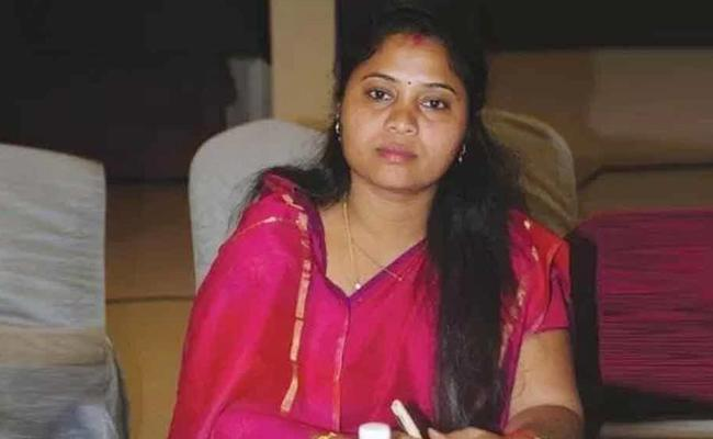AP Deputy CM Pushpa Srivani Belongs To ST Caste Says Investigation Committee - Sakshi