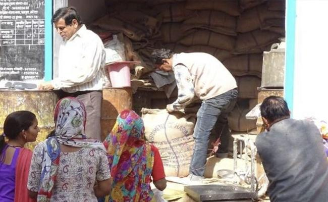 Central Government Orders To States Over Ration Shop Availability - Sakshi
