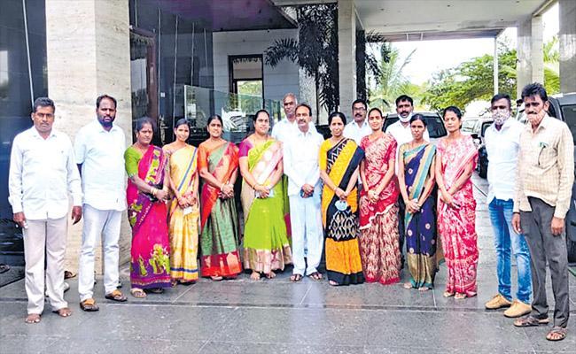 Etela Rajender Fires On Minister Gangula Kamalakar - Sakshi