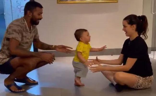 Watch Baby Pandya On Move Natasa And Hardik Pandya Cant Stop Smiling - Sakshi