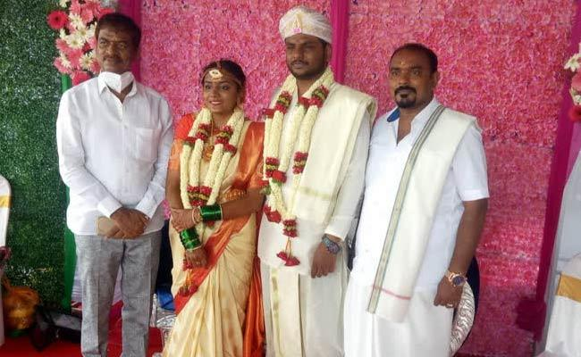 Man Donates His Daughter Marriage Money To Poor People - Sakshi
