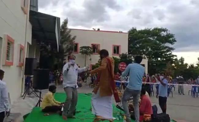 Karnataka MLA Annadani Dances In Coronavirus Quarantine Center - Sakshi