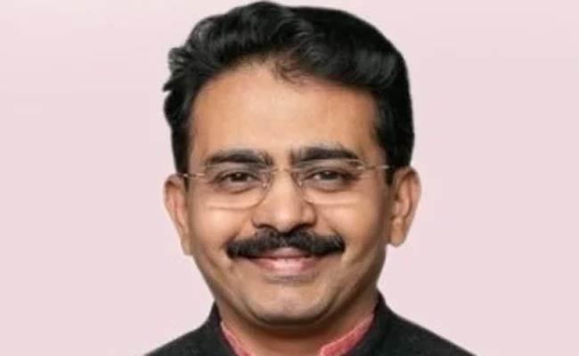 Congress MP Rajeev Satav passed Away of Covid - Sakshi