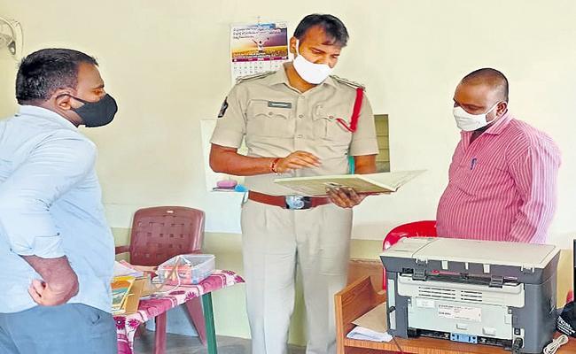 Police check at YS Prathap Reddy office - Sakshi
