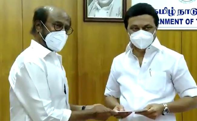Rajinikanth Meets CM Stalin Donates Rs 50 Lakh To Covid Relief Fund - Sakshi