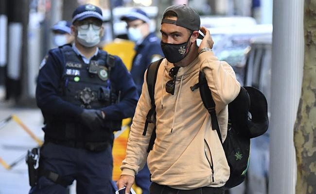 Australian IPL Cricketers Lands Safely In Sydney  - Sakshi
