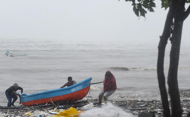 Cyclone Tauktae To Hit West Coast, Mumbai Airport Shut - Sakshi