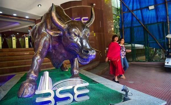 Nifty ends above 14,900, Sensex jumps 848 pts led by financial, metal stocks - Sakshi