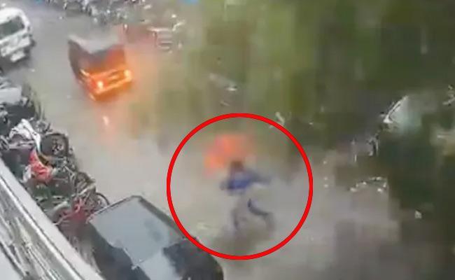 Cyclone Tauktae: Watch Mumbai Woman Narrow Escape From Falling Tree - Sakshi