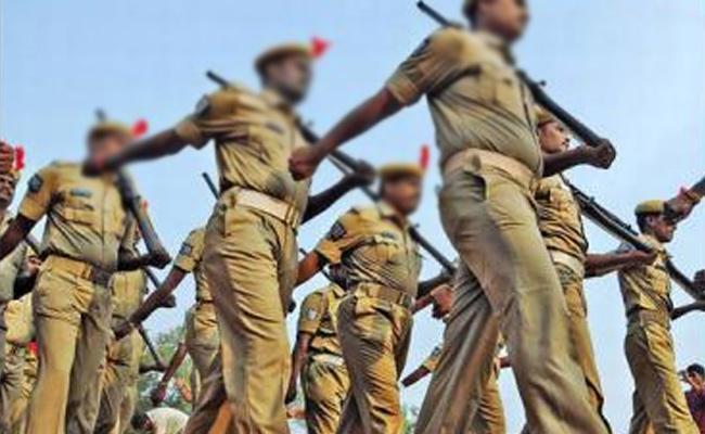Andhra Pradesh Native Home Guards Working In Telangana Seeks Transfers - Sakshi