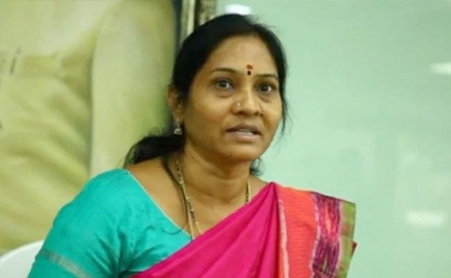YS Sharmila Main Follower Indira Shoban Slams KCR Govt Over Corona - Sakshi