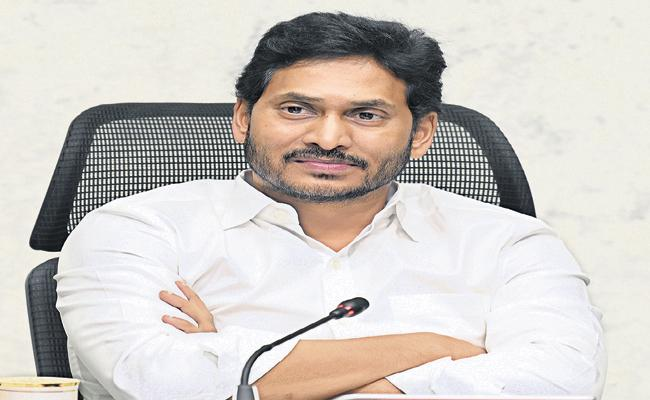 YS Jagan key decisions in high-level review on covid, vaccination - Sakshi
