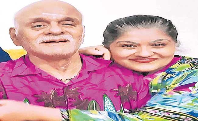 Actress Sudha Chandran pens emotional note father KD Chandran death - Sakshi