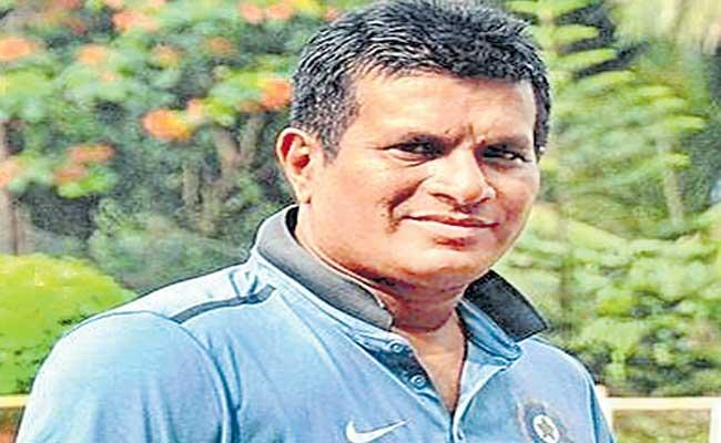 former Coach Tushar Arothe coments on indian women crickters - Sakshi